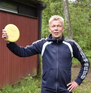 Hangon puuhamies Jorma Nousiainen iloitsee ensimmäisestä SFL:n alaisen kilpailun voitosta.