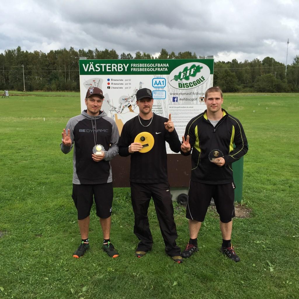 MA2-luokan kolmen kärki: Juha Kytö 2., Marko Mustasilta 1. ja Marko Lindberg 3.